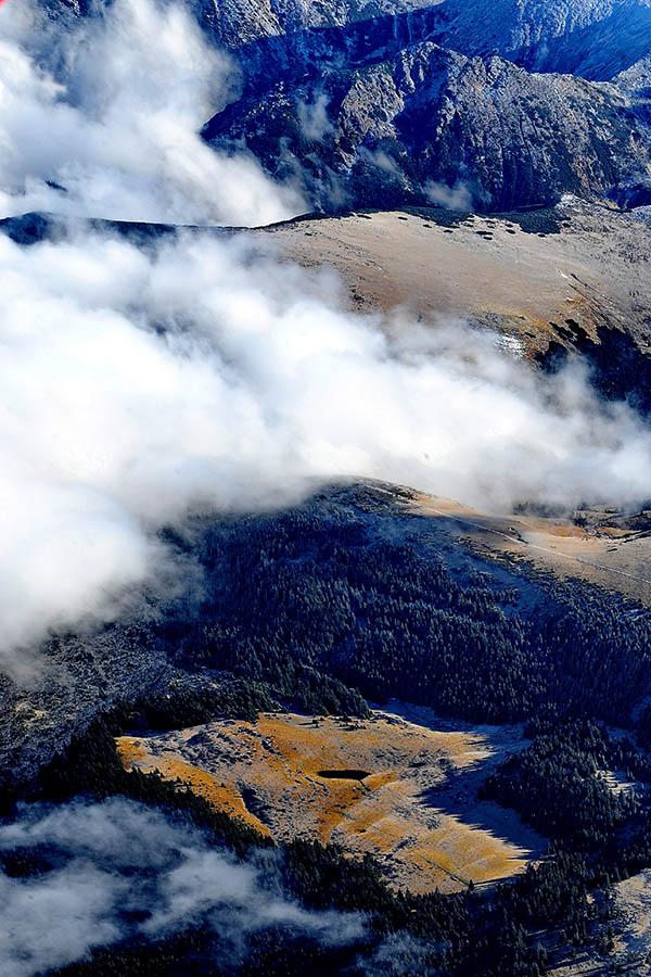 Zboruri de fotografiere cu avion ultra-ușor în Munții Rodnei